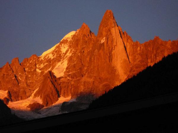 coucher de soleil sur les aiguilles de Chamonix